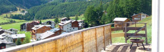 Grosszügige Terasse mit Aussicht über das ganze Dorf Saas Fee