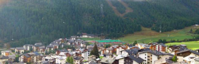 Grandiose Aussicht über das ganze Dorf und die Berge