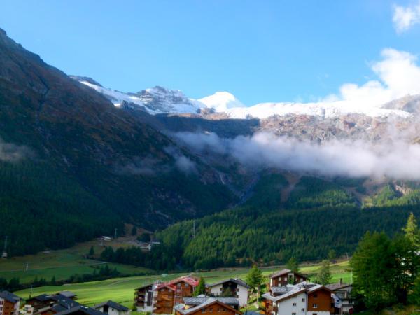 Schönes Alpenpanorama Saas Fee