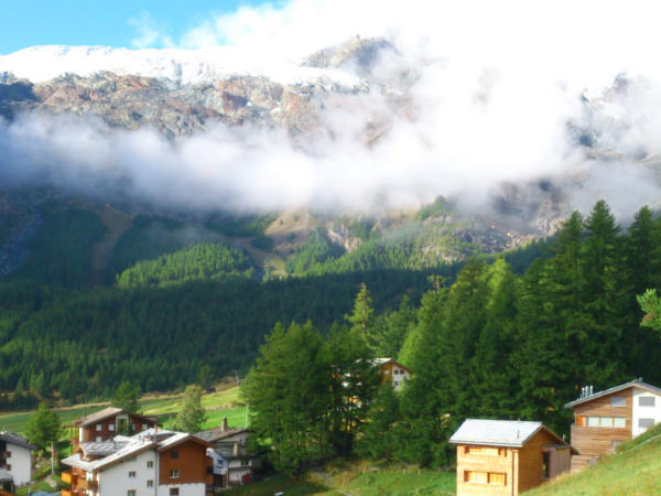 Berge in Saas Fee am morgen